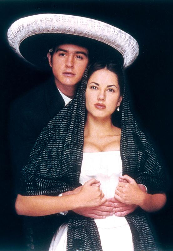 Barbara Mori et Mauricio Ochman dans Azul Tequila